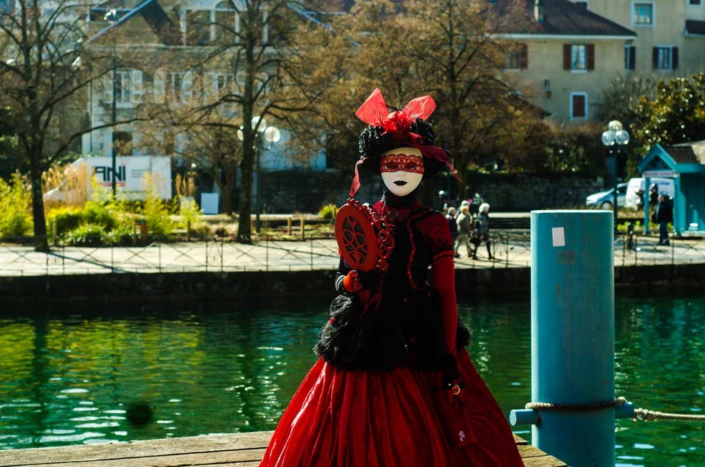 A girl in red by the River Thiou